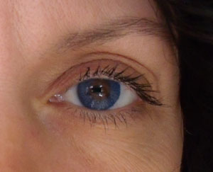blue contact lenses by acuvue
